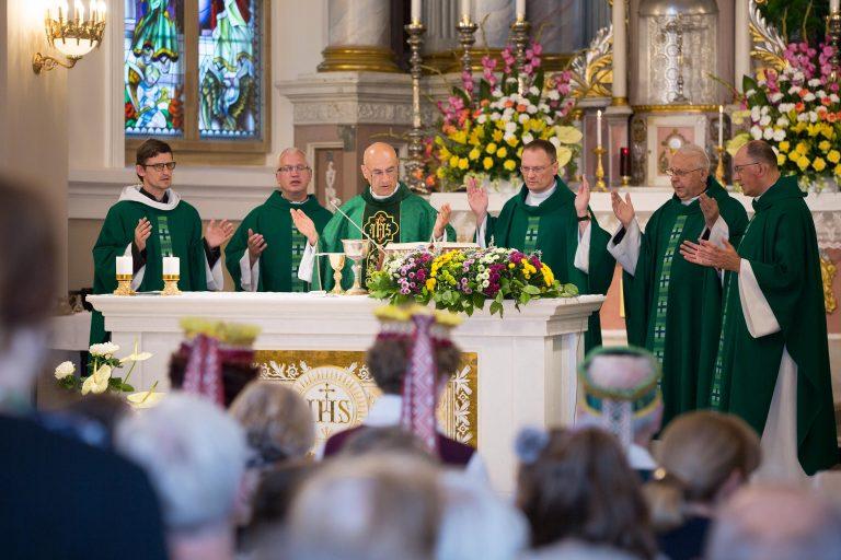 Parapijos kunigai